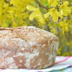 Smaczny chleb, wiosna, kwiaty - czego chcieć więcej?