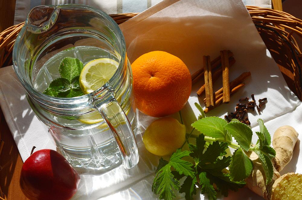 Napój izotoniczny – domowy sposób na pragnienie